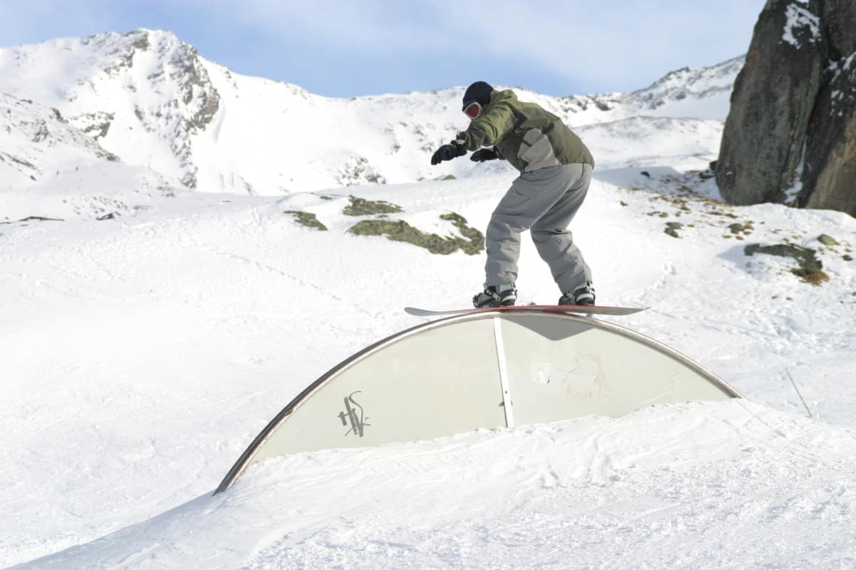 railslide on snowboard